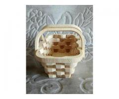 Ręcznie wyrzynane koszyki z drewna- promocja