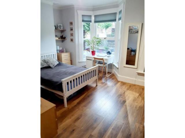 Double Bedroom Stratford - 1/4