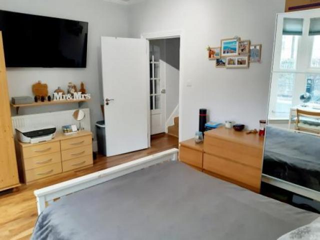 Double Bedroom Stratford - 2/4