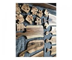 Drewniane solidne deski do krojenia oraz podstawki